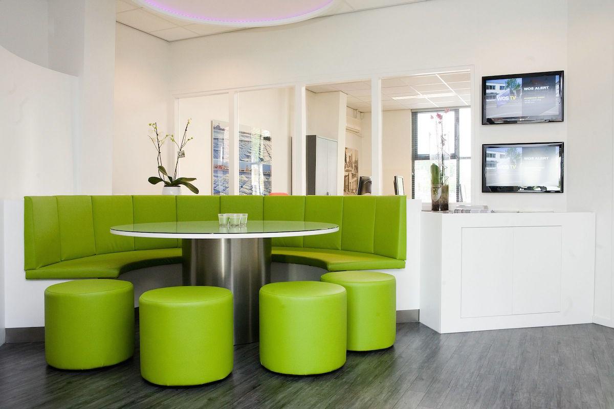 Groene ronde vergaderplek