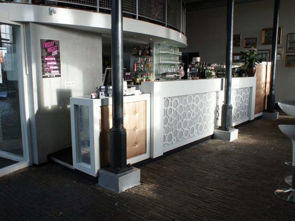 Bar met stofafwerking