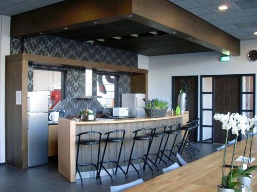 Moderne bar in kantine of restaurant